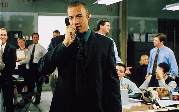 Менеджер с телефоном